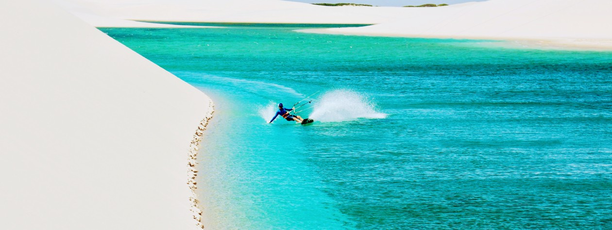 kite surfing in the blue waters