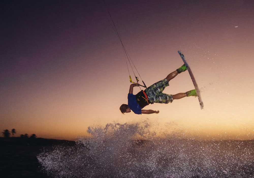 kite surfing with strong waves